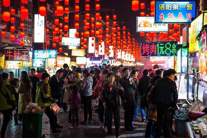 4 hours Hot pot dinner walking tour and luoyang old town with evening light show, Luoyang, CHINA