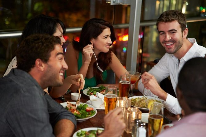 Taste the best British culture and gourmet cuisine on this 3 hour Stratford-on-Avon tapas tour through the city on foot. During your pre-dinner outing you'll explore some of the city's most famous bars around this iconic city , with an expert food guide.<br><br>3-hour walking tour of Stratford-on-Avon with dinner (tapas) <br>Guided walking tour<br><br>Great introduction to Stratford-on-Avon culinary history, discover Stratford best bars and cafes<br>Specialized gourmet guide<br>Get the inside scoop on the fascinating British culture and sample some of the city's best at its famous hotspots