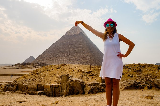 Sit back and relax on this 1-day tour to Cairo with a professional tour guide. See sights that will amaze you such as the pyramids, the sphinx, and the Egyptian Museum. This more than 22-hour tour includes transportation and will drive you through the desert, mountains, and cities. The whole family can enjoy this trip and its better than any classroom education.<br><br>21:00- a driver will pick you up from your hotel or from the airport. Drive to the Taba border, and go through the border proceedings.<br><br>06:00 - Arrival in Cairo, and start touring the pyramids, the sphinx, the market of Khan el Khalil, and the Egyptian Museum.<br><br>18:00- Start driving back to Taba border. <br><br>**Note, Drop off from Taba to Eilat Hotels Not INCLUDED**