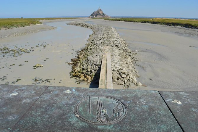Private guided shuttle to Brittany American Cemetery and Mont Saint Michel, Monte Saint-Michel, França