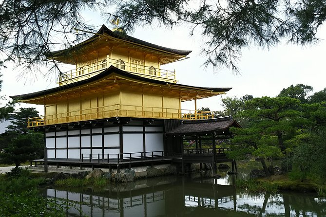This two-day tour takes you to the famous tourist spots of the two cities representing Western Japan. In Kyoto, you will visit a temple and a castle built by shoguns from different eras, a summer resort area loved by nobles, and a geisha district. In Osaka, you will visit the castle, which was once built by an all-time samurai hero, and the entertainment district and shopping area, which are being frequented by common people.<br>Through this tour, you can experience the culture and history different from Tokyo, and enjoy local specialties of these areas for lunch.