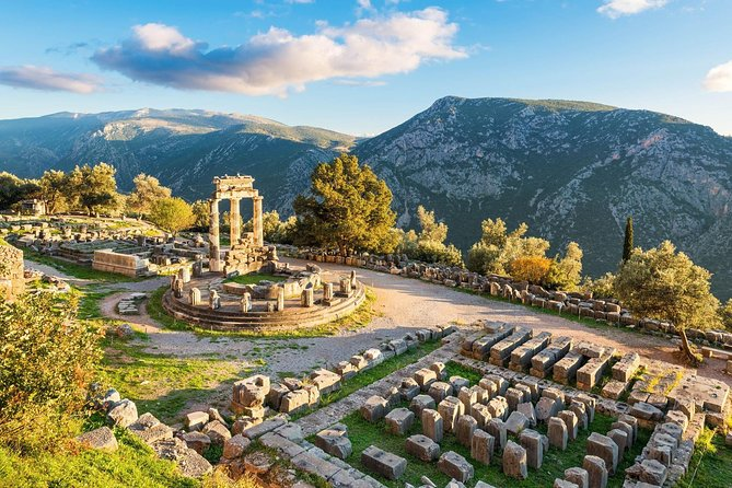 A private tour which allows you to keep your own pace and experience the mustical feeling of the most celebrated place in the ancient world!