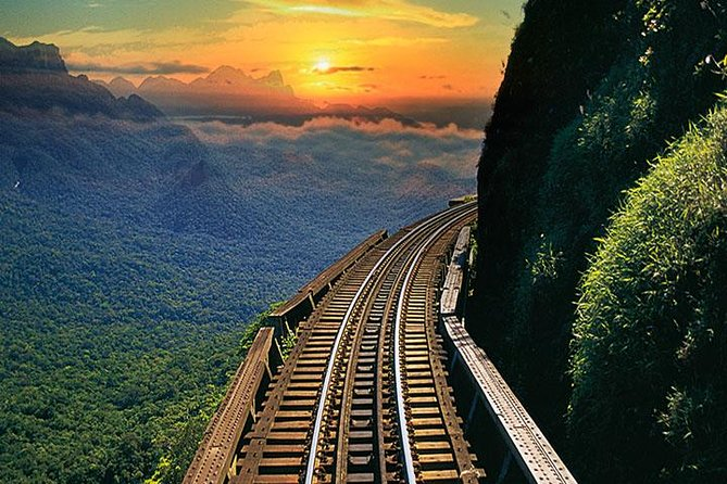 Elected among the ten most beautiful world's train rides. On this tour, you will have the incredible experience of being on the trails during the sunset, enjoying the beautiful scenery of the Serra do Mar Paranaense.