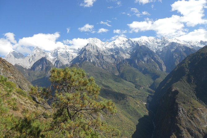 2 days Hiking tour at Tiger leaping gorge with accommodation start from Lijiang, Lijiang, CHINA