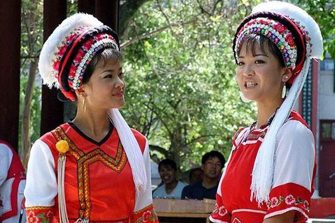 Meet guide in the lobby at 8:30 am and transfer to Xizhou old town in this old town you will see the traditional buildings and Ethnic minority Bai people who has their own clothes then you will visit Xizhou market to see locals are doing business, also you will enjoy cruise at Erhai lake , it the second biggest lake in Yunan province which is the Lung of Dali, it's clear water and with beautiful Mountain in it's surrounding, after tour we will drop you to city then visit the three Pagodas which is built in Tang dynasty with the history of more than 1800 years, it's the symbol of Dali. Transfer to hotel in Dali city.