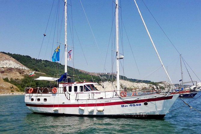 Join us on one day yacht trip along the charming Black Sea coast north from the town of Balchik!<br>We depart the picturesque port of Balchik in order to enjoy a relaxing day with bath, swimming and good food. We sail away with a beautiful view over the small town of Balchik, its white houses and the green Botanical garden of Queen Maria`s summer residence.<br>