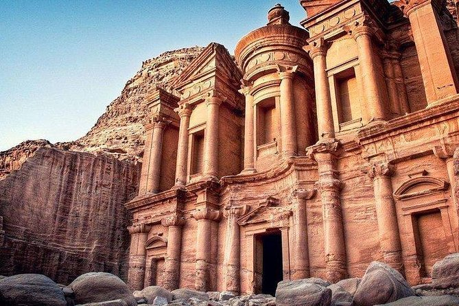 Explore The Lost City of Petra & Wadi Rum, Aman, Jordânia