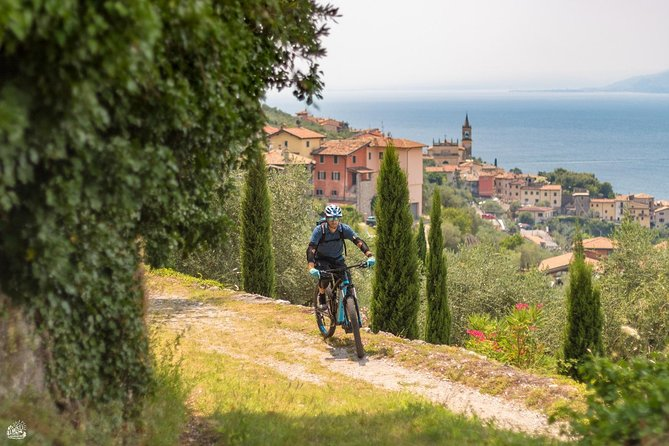 Fun and easy bike ride. <br>Enjoy the amazing Garda panoramic views on a bike..<br>Enjoy the views whilst excercising and learning about the culture and history.