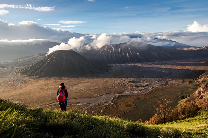 ● Witness the famous electric-blue flames of the Ijen crater, as featured on National Geographic<br>● Trek to see the spectacular sunrise from Mount Bromo Volcano<br>● Enjoy a 4WD jeep ride to the Penanjakan Sunrise Point<br>● Experience authentic Indonesian hospitality at Bromo Village
