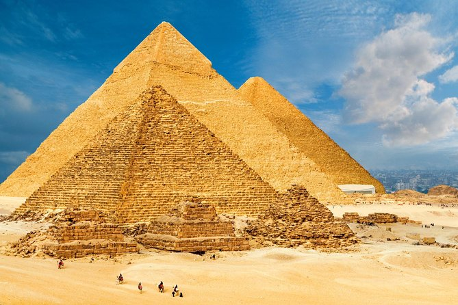 We want to contribute to the great design of your holiday! With our day trip to Cairo from Hurghada By Bus in a comfortable and relaxed way to visit with us the amazing sights of Cairo.<br>During the Cairo city tour, we wait for you by an air-conditioned vehicle and our trained Egyptologist to show you one of the most famous pyramids, one of the most interesting museums in the world, the Egyptian Museum and you will get all the time to visit the old town.