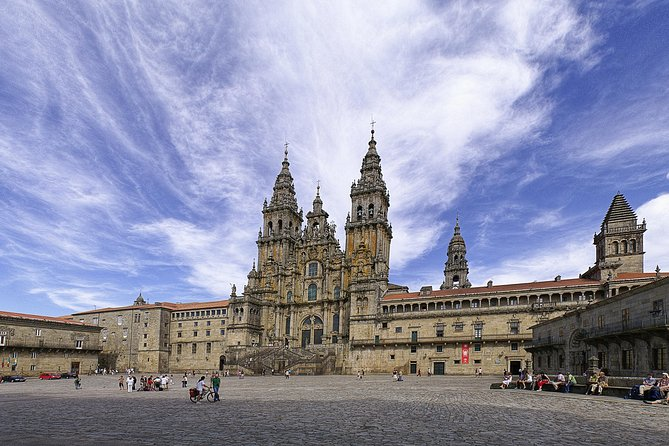 Enjoy this completely personalized private tour of Santiago de Compostela and enjoy their most important monuments and sights. Take this opportunity to get to know Santiago de Compostela in this experience with your own private official tour guide. Get to personalize your own experience. The tour starts from Vigo. It can either start from the cruise port or from a hotel in Vigo.