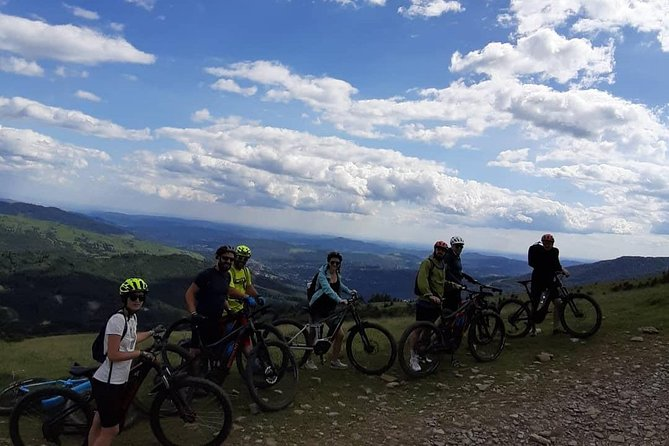 Take a tour with us on the mountains of Brasov, visit the Black Church and Brasov city center, hit the trail and climp all the way to Postavaru Masif where we stop for lunch at Postavaru Cabin.
