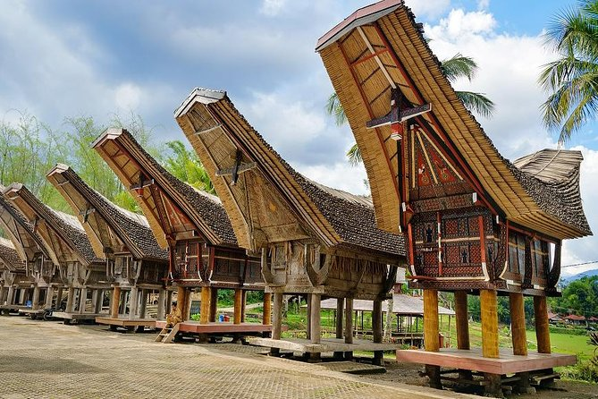 Tana Toraja which lies in South Sulawesi known for its unique culture of varied funeral rituals, Tongkonan houses, ancient menhirs and Toraja hand weaving. You'll be picked up from your hotel/airport in Makassar at 8 AM. Visit Kete Kesu, Marante and Pallawa Village to get a glimpse of Tongkonan houses - a traditional house of Toraja people. For sure you will visit the famous burial sites such as stone funeral burial, hanging graves, tree burials, burial cliffs, and cave burials. The most picturesque burials located in Lemo, Londa, Sangalla and Suaya. The places where you can see effigies of the dead called Tau Tau and the royal family tombs. Possibly witness a festive funeral in your private 4 days excursion.<br>