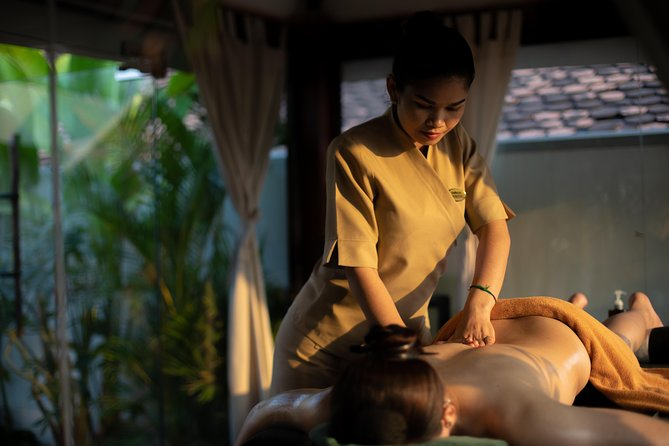 The concept of the spa is presented with modern Khmer architecture and also reflects the traditional well-being. Treatments are performed by local female and male therapists who have been trained by a local professional with 15 years' experience. Application of the therapist's knowledge is made by using 100% Bodia Cambodian Apothecary products, our own natural spa product line produced locally.