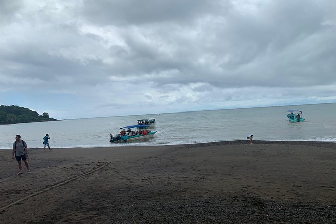 Native Corcovado tours and trips.<br>offers all travelers the opportunity to book their spacio on the boat that travels from BahiaDrake to Sierpe 7.15 am and 2.20 pm / or Sierpe to - BahiaDrake 11.20 am or 3.45pm.<br>Don't spoil your spoof and book before your arrival to servant or departure from BahiaDrake.<br>I called:<br>Scribe:<br>Book online:<br>seat<br><br>