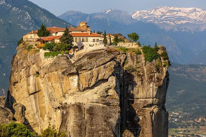Visit the most historically important and most impressive Greek landmarks keeping your own pace!<br>You will feel part of the sports history in Olympia!<br>You will experience the mystic feeling in the Delphi Oracle!<br>You will be left breathless by the beauty of the Meteora monasteries admiring the strenght and will of the monks who built them!