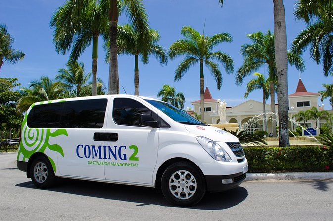 Pick the transfer of your choice, one way or round trip between Punta Cana Airport and Uvero Alto hotels.<br>Sit back and relax in one of our air conditioned vans or buses and let us take you to your hotel or resort.