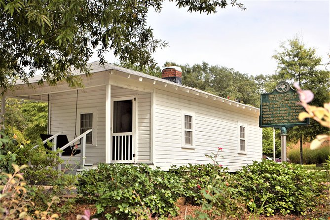 Elvis Presley grew up in the small town of Tupelo Mississippi and became one of America's greatest entertainers of all-time. Tupelo is where it all started before Elvis became the King of Rock n' Roll. You will see the humble 2 room house he grew up in with his family and how they lived modestly in the south.