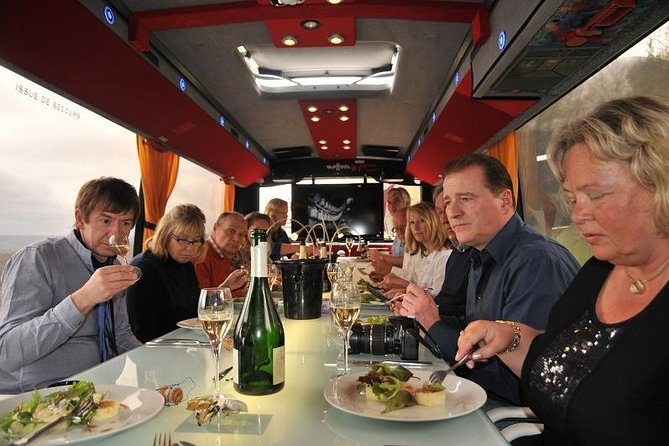 An immersion visit of a vineyard in a original coach, with picnicmeal with Champagne commented upon by a wine grower. Have a tasting of regional dishes and a tasting of three vintages paired with the meal. The bus will bring you to a stop in one of the following vineyard observation sites : la Côte des blancs, la Vallée de la Marne or the Montagne de Reims.