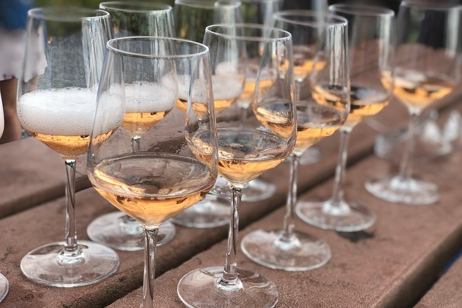 A unique concept from the Tourist Office : two hours to discover the vineyards aboard a bus while participating in a tasting of champagne and chocolate. It is a master class in pink Champagne and Dark Chocolate. 2 hours of pure indulgence kicking off in the splendid surrounds of Epernay.