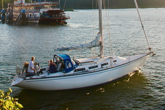 Sailing Adventures on a Classic 38' Yacht in the Heart of the Columbia Gorge, Portland, OR, ESTADOS UNIDOS