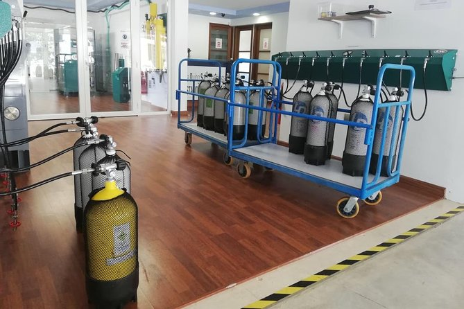 Scuba tank fills with air, Nitrox and Trimix (200 Bar/ 300 Bar), Protaras, CHIPRE