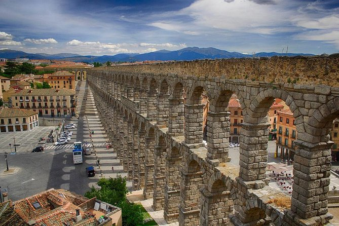 Enjoy with your private official tour guide a complete and exhaustive visit of Segovia. See attractions like its roman aqueduct and everything Segovia has to offer in this private walking tour.