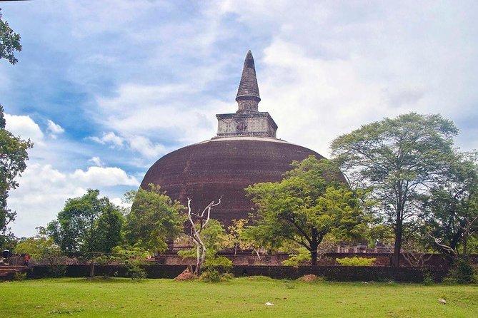 Polonnaruwa 1 Day Tour, Batticaloa, SRI LANKA