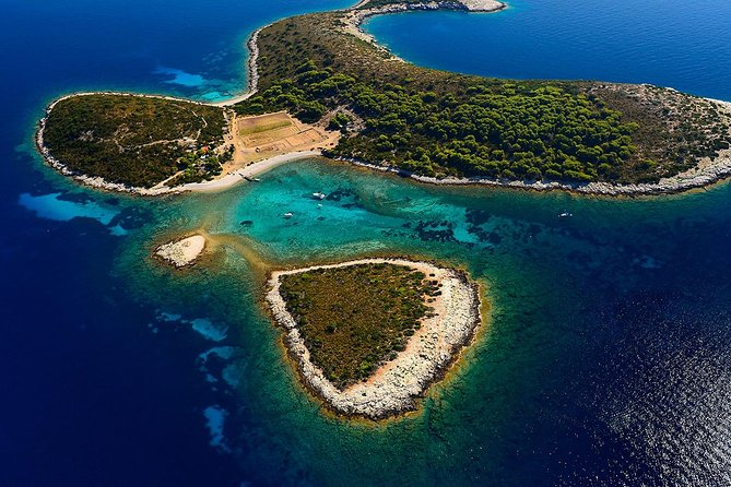 "Discover Croatia's best kept secrets: visit hidden beaches, caves and lagoons while enjoying the finest home-made cheese and prosciutto you've ever had.<br><br>Our 12 meter sailing yacht ""Aragorn"" will take you on an unforgettable sailing experience. We are set in Hvar, one of the most stunning islands in the entire world, which is best explored by sailing. Hvar is full of hidden gems and there's nothing quite like discovering your own private piece of paradise. From there on, we can explore the surrounding islands and any other locations you'd like to see. Passing through the Pakleni islands, we make our way to the island of Vis. <br>"