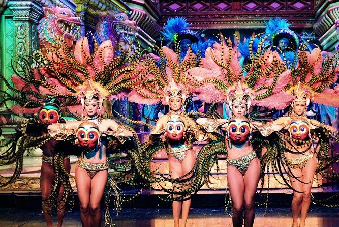 Espectáculo nocturno con champán en el Moulin Rouge, Paris, FRANCIA