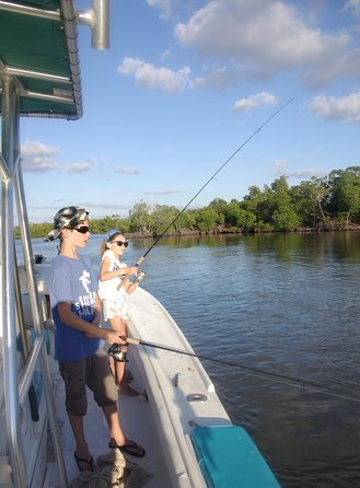 Naples Boat Tour and Backwater Fishing in Ten Thousand Islands, Naples, FL, ESTADOS UNIDOS
