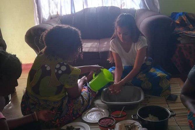 Learn to Cook Nshima, the Zambian Staple Food, Livingstone, ZIMBABUE