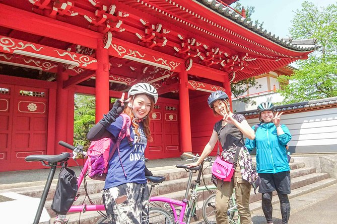 You can enjoy the peaceful countryside surrounding the beautiful Yoshino River. You can also visit the historical temples. Like Kyoto, there is no crowd and it is calm.