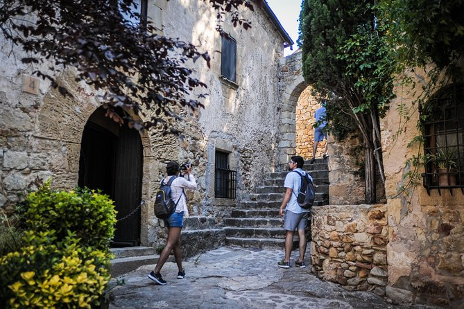 On this day trip from Barcelona, you will visit the city of Girona in the north east of Catalonia before continuing to the Coastal region of Costa Brava. On this small group tour, you'll receive personalized attention from your guide.