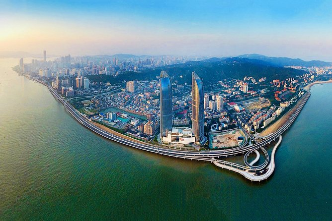 Make full use of your short stay in Xiamen by taking this fully customized half day tour with the local expert guide. Experience the city like a local by visiting the beautiful parks, famed temple, memorial hall, markets as well as some of magnificent historic sites and attractions. Get a great overview of the city's culture, life and sounds that it has to offer, optional lunch or dinner allow you to have a delightful local culinary experience. Enjoy the flexible departure time based on your own schedule.<br>