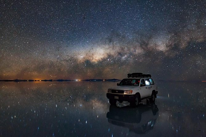 On this tour you will appreciate the immensity of the sky, the Milky Way and the light of the stars. Observing the stars and the sunrise inside the Salar de Uyuni in the dry season is an unforgettable experience.<br>When we carry out this activity in the rainy season, the experience is even more interesting as they will observe the reflection of the stars and the sunrise on the surface of the Salar de Uyuni.
