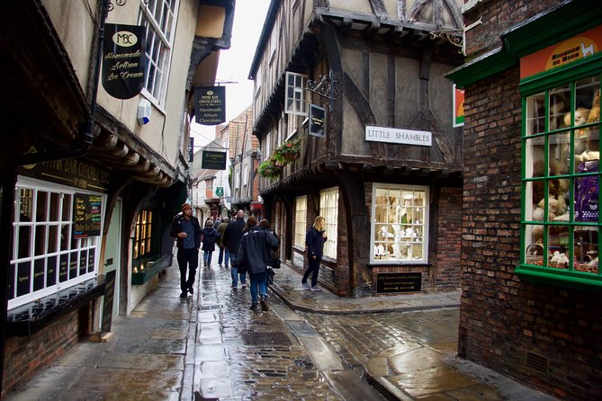 Explore an extraordinary 2,000 years of history on this walk through the City of York. You'll experience Roman, Viking and medieval York, see all the sights of the City, including some of the great buildings of the world - and some less expected ones. As you walk you'll learn the history of this great City, and the central role it played in the history of England. From its humble beginnings as a riverside Roman settlement, to its turbulent takeover by the Vikings, and on to its thriving medieval period. You'll hear about kings and queens, and the lives of ordinary people and hear stories of invasions, executions, personal sacrifice, floods and even ghosts.<br><br>So, if you're visiting York, uncover some of the great figures and lesser known characters that have shaped this beautiful city by the River Ouse. The tour is ready whenever you are and the audio plays automatically at exactly the right time and place using your smartphone's GPS and the VoiceMap mobile app, which also works offline.