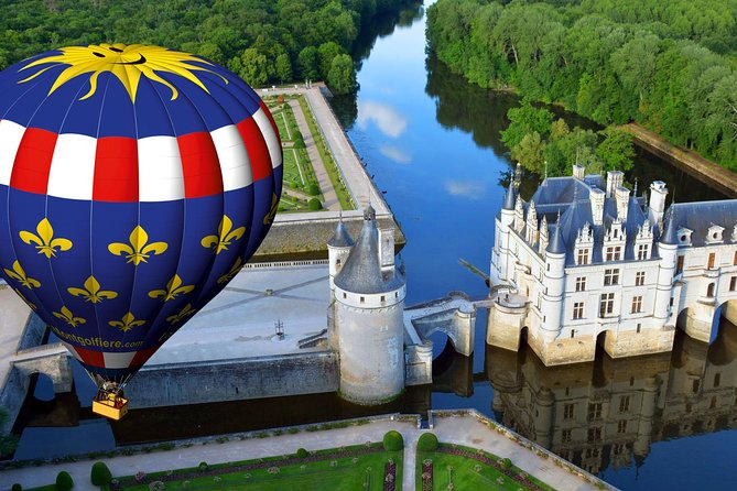 There are many places where you may fly by a hot air balloon, but a flight in the Loire valley, France is one of the top 10 things to do in this beautiful country...