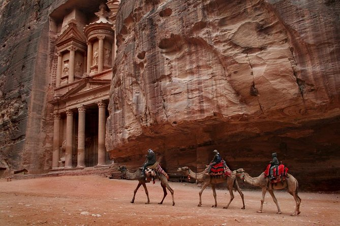 From Aqaba: Petra with lunch in local restaurant – Wadi Rum 2 hrs. Jeep Ride, Petra, JORDANIA