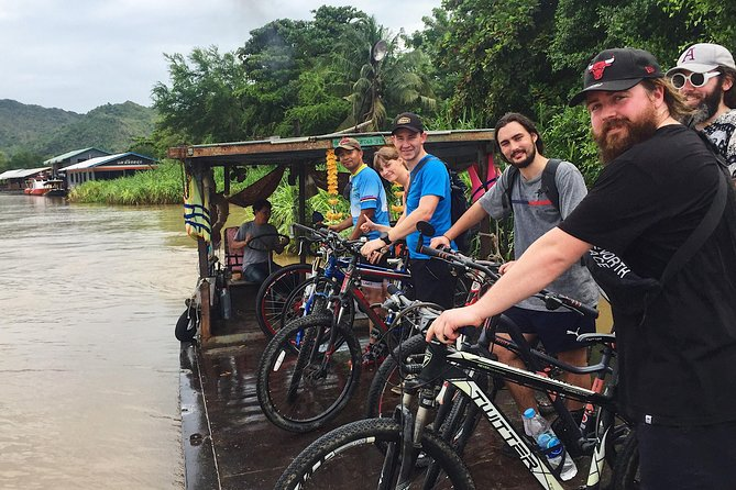 Cycling to visit Local Experience and Learn Culture with Local expert, Kanchanaburi, TAILANDIA