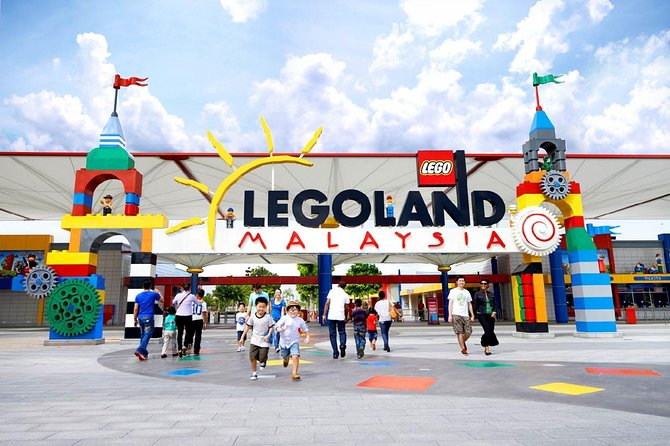 Pick-up from Legoland Johor Bahru by an Air-conditioned vehicle with English speaking professional driver and drop-off at Kuala Lumpur city as per your booking. <br><br>It's a one-way private transfer only..!!!
