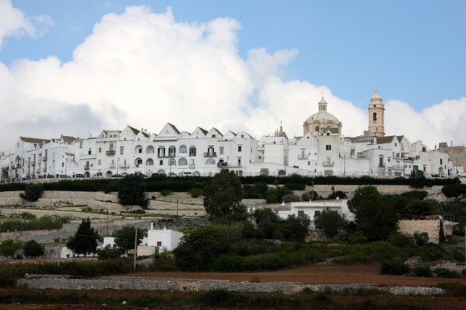 With this tour you can visit one of the most beautiful villages in Italy, which is located a few kilometers away from Alberobello, a UNESCO heritage site. Locorotondo is not a destination for mass tourism, so you can live an authentic experience in an Apulian village.