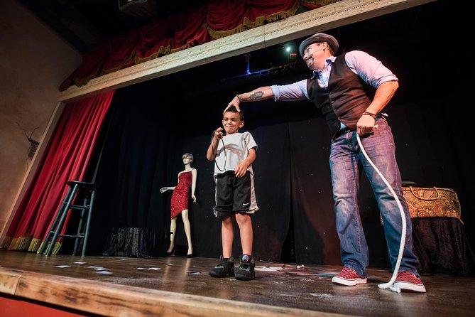 Cena espectáculo Outta Control Magic Comedy, Orlando, Orlando, FL, ESTADOS UNIDOS