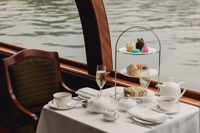 Enjoy high tea on a 75-minute cruise during the most picturesque time of day on the Thames. Treat yourself to a Glass of Chamapagne, selection of sandwiches, scones and pastries plus your choice of hot drink. Willow Room will pass various Windsor sights including Windsor Castle, Windsor Racecourse, Eton College as well as some other Royal Boroughs.<br>