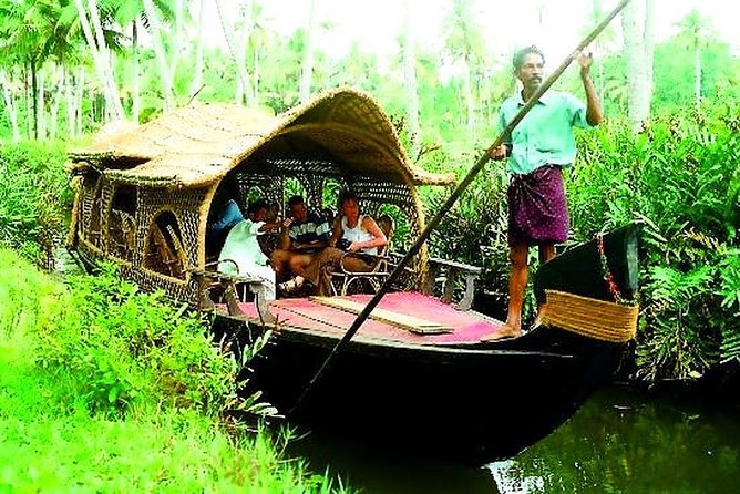 Cruise the fabled Keralan backwaters by traditional Non Mechanized Country boat on a 6-hour tour from Fort Cochin, and see the villages along the lush canals. Enjoy a vegetarian lunch in the countryside, and immerse yourself in the everyday lives of the locals.<br>