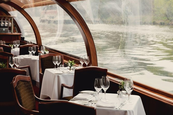 Join a Sunday lunch cruise aboard the Willow Room and enjoy your afternoon while Windsor's famous sights unfold around you, such as Windsor Castle, Windsor Racecourse, Eton College, and the neighboring royal boroughs. Enjoy a 'Sunday roast' three-course menu freshly cooked onboard. This cruise is popular with couples, groups, families and friends alike, with a children's menu available on request. Accompanying this 2.5-hour cruise will be well-known, easy listening classic jazz music to complement this relaxing lunch on the River Thames.<br>