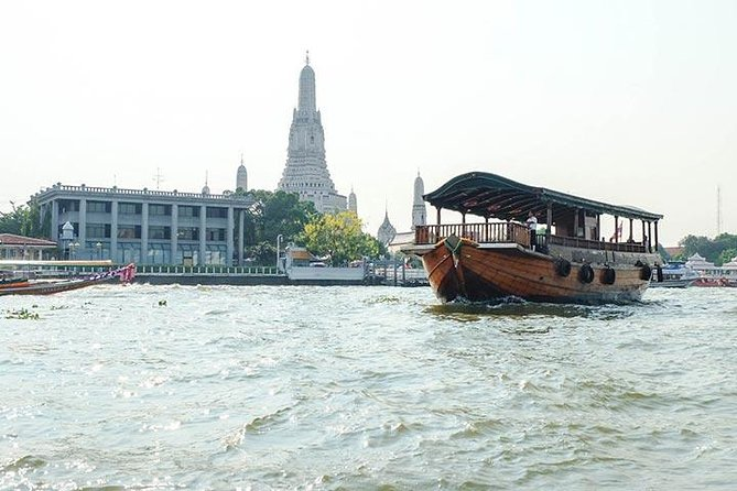 This relaxed afternoon 2.5-hour Bangkok cruise will allow you to observe Thai people going about their everyday business in the 'The Venice of the East'.