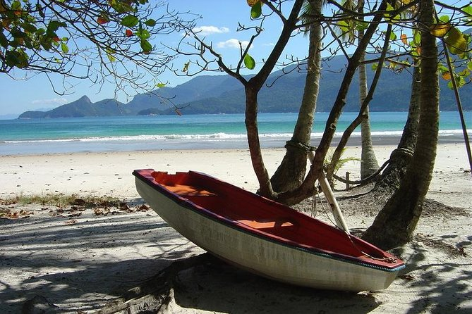 Lopes Mendes is an oceanic beach, almost unspoilt and with approximately 3 km extent. <br>There you can find lots of shade, with sand and the sea has got such and astonishing color. <br>Listed at many tourism publishing as one of the 10 most beautiful beaches in Brazil. It's located at Parque Estadual of Ilha Grande (environmenta protected area) that was nomed as wolrld natural heritage. <br><br>***Important***<br>What to bring: towel, water and food.