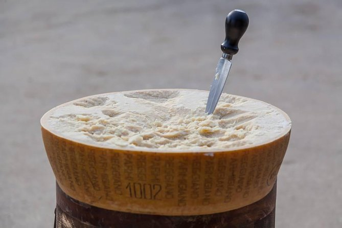 DOP Balsamic Vinegar, DOP Parmigiano Reggiano Cheese, Lambrusco Wine&Sport Cars, Modena, Itália
