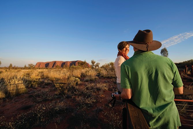 Immerse yourself in the ancient landscapes of Uluru and Kata Tjuta on a three-day tour from Alice Springs. You'll see the highlights of Uluru (Ayers Rock), including the unforgettable sights of an Uluru sunset and sunrise, and have the opportunity to walk the rim of the magnificent Kings Canyon.